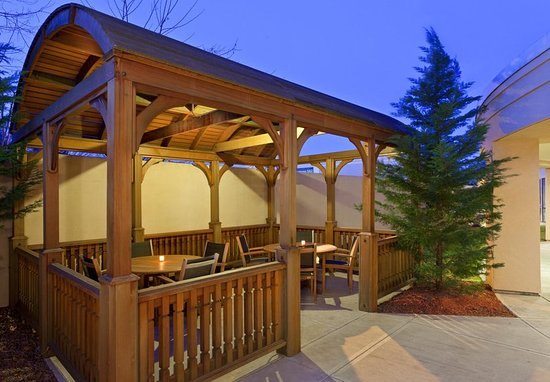 Farmington, CT: Outdoor Patio