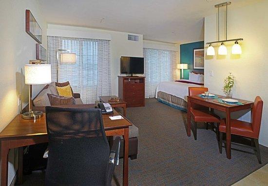 Temple, TX: King Studio Suite - Living Area
