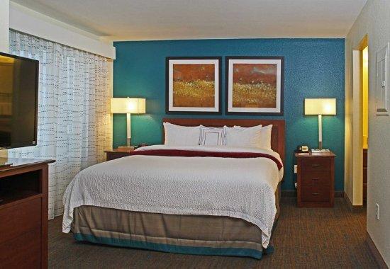 Temple, TX: King Studio Suite - Sleeping Area