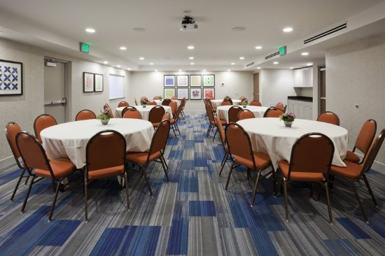 Golden Valley, MN: Minneapolis hotel with meeting and event space.