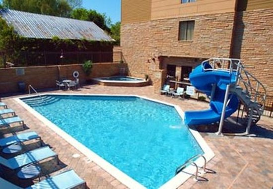 SpringHill Suites by Marriott Pigeon Forge: Outdoor Pool & Hot Tub