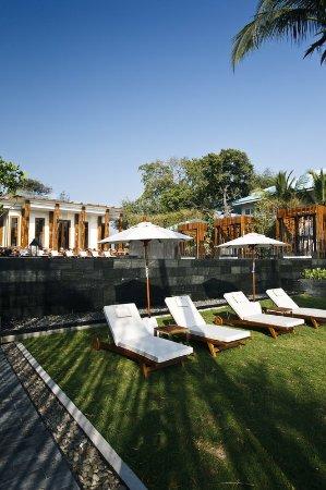 Cape Nidhra Hotel: Cape Nidhra - Beach Front Sunbed