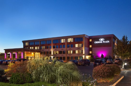 Welcome to the Crowne Plaza Boston Woburn!
