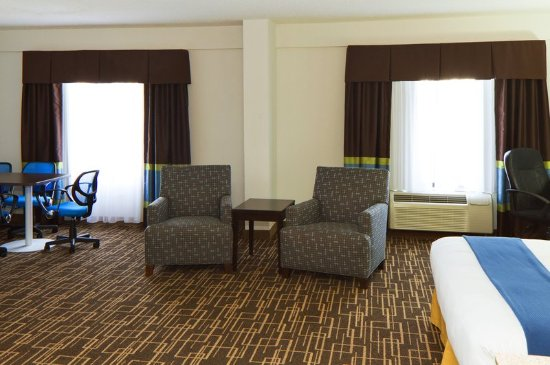 Holiday Inn Express Greenville Downtown: Our most spacious suite is perfect for business travelers