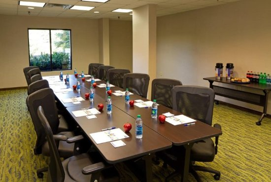 Holiday Inn Express Greenville Downtown: Boardroom that can be used for small meetings