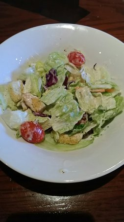 McDonough, Gürcistan: Salad doesn't even fill the bowl