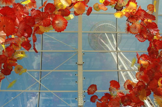 Holiday Inn Seattle Downtown: Space Needle through Chihuly garden and glass museum