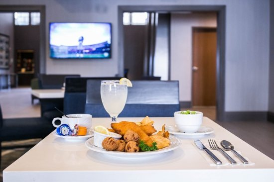 Longview, TX: Enjoy your meal in our Lamortini Bar & Grill