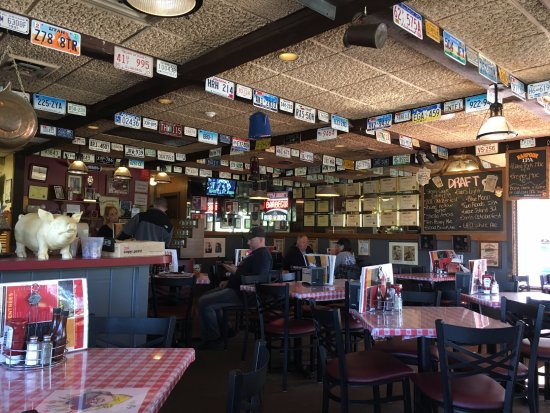 Little Mark's Big BBQ: Loved the quirky interior