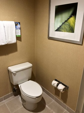 San Bruno, CA: Clean bathroom