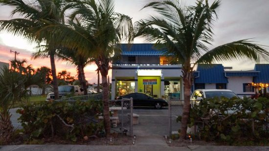 Singer Island, Floryda: Outdoor seating to enjoy our beautiful South Florida evenings.