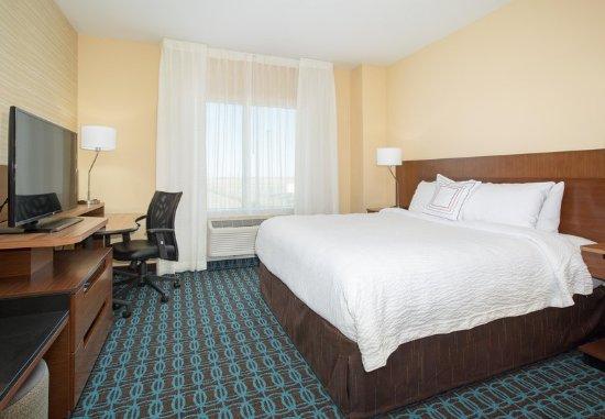 Burlington, CO: King Guest Room