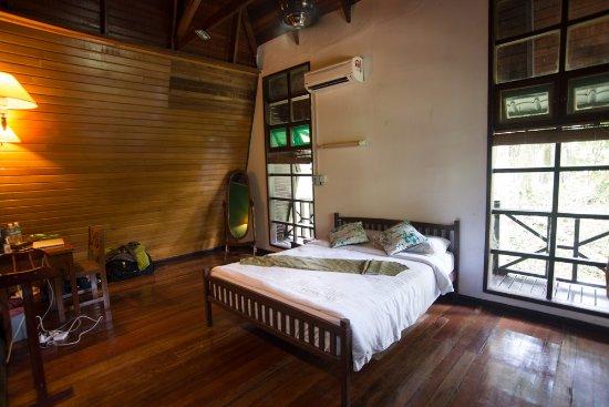 Lahad Datu, Malasia: Hillside cottage room.