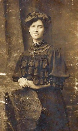 Longton, UK: My grandmother in her time in Stoke.