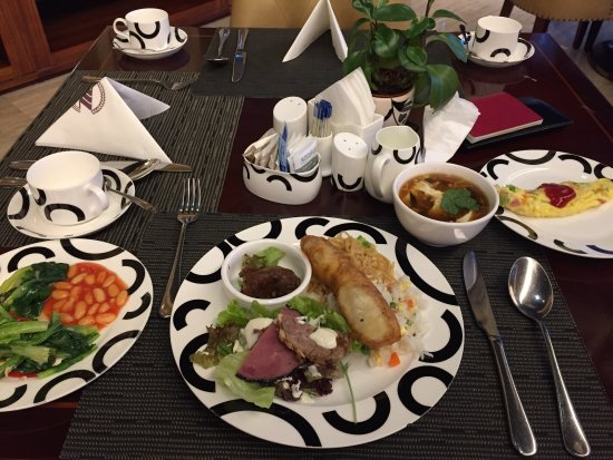 بكين جوانمينج هوتل: 朝食バッフェ