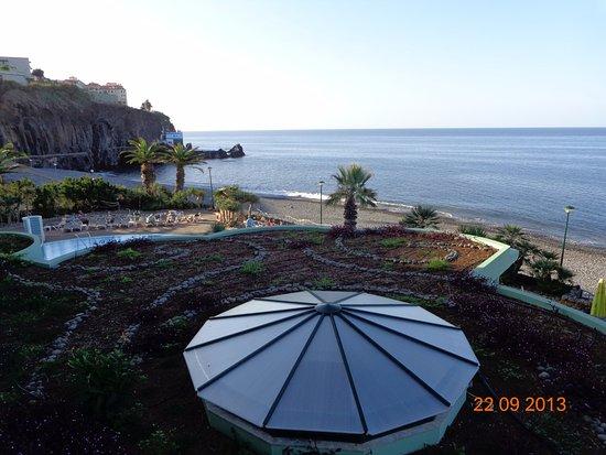 Pestana Gardens Ocean Aparthotel: Вид из номера. Слева вход в тоннель на променад
