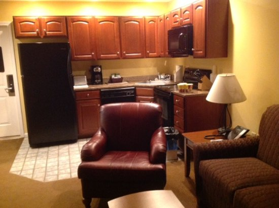 Francestown, NH: Full kitchen with amenities.