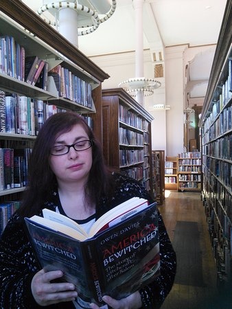 Evansville, IN: Sherri reading