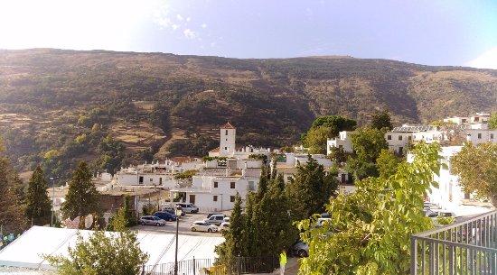 Hostal Rural Atalaya: Vistas hacia el centro de Capileira