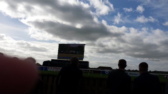 Wincanton Racecourse: Start of the new season great day out staff outstanding food excellent well worth a visit