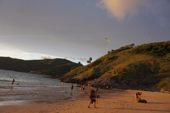 Rawai, Tailândia: hills on the side with paragliding activity