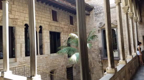 Museo Picasso : Courtyard