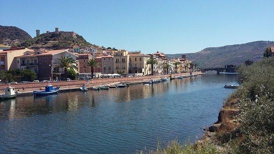 Οριστάνο, Ιταλία: panorama su Bosa dal quartiere Sans Conzas