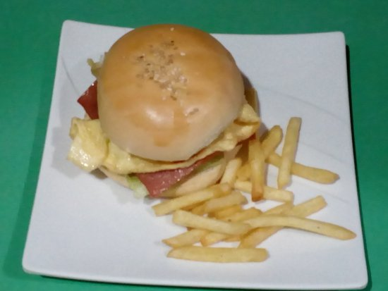 Dalaguete, الفلبين: Customer's Special Order: Burger w/ ham & Egg