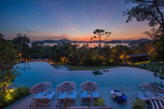 Sri Panwa Phuket Luxury Pool Villa Hotel: Swiming pool with sun set view at The Habita