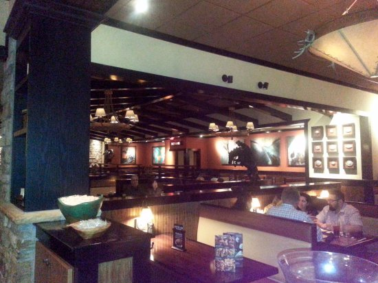 Skokie, IL: dining area at Longhorn Steakhouse