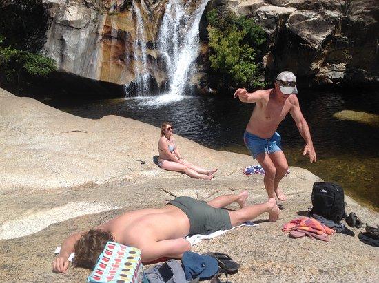 Mareeba, Austrália: Take care walking on the slippery rocks