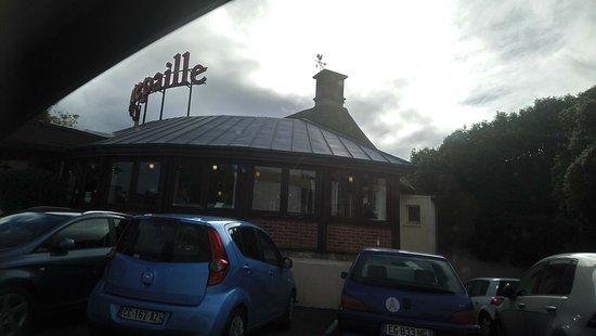 Grill Courtepaille: Bien situé à l'entrée de la ville.