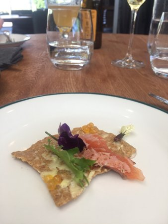Dunkeld, Austrália: Beautiful view & tasty salmon starter dish, an enjoyable lunch.