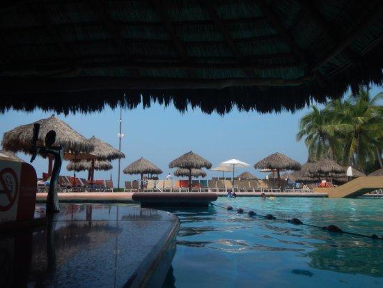 Sunscape Dorado Pacifico Ixtapa: bar de alberca