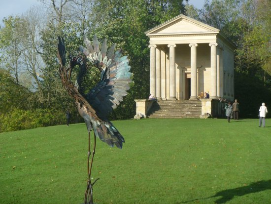 Helmsley, UK : Expensive sculpture at Rievaulx Terrace