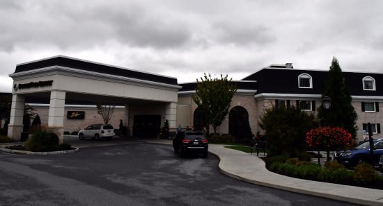 DoubleTree Resort by Hilton Hotel Lancaster: Main entrance and building