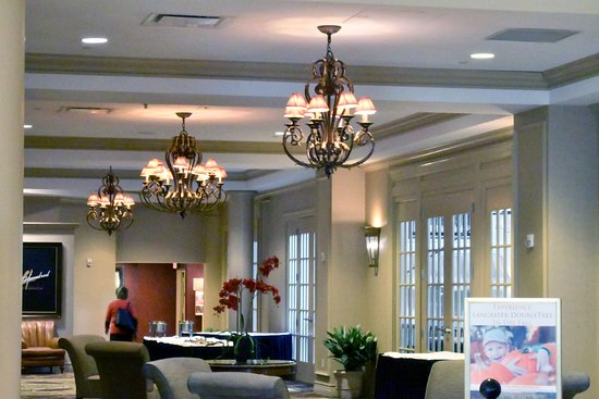 DoubleTree Resort by Hilton Hotel Lancaster: part of the lobby