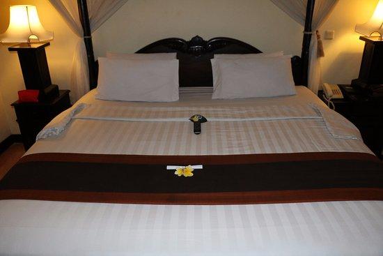 Furama Villas & Spa Ubud: the bed