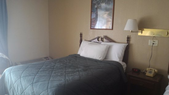 Budget Inn & Suites at the Falls - Niagara: not so bad at all, but in real....