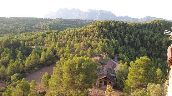 Sant Salvador de Guardiola, Ισπανία: View from bedroom balcony towards Montserrat mountains