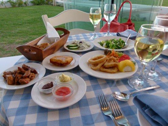 Polygyros, Grécia: La Taverna juste l'entrée!Nourriture au top