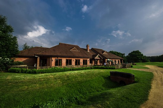 Worplesdon, UK: Club house from the course
