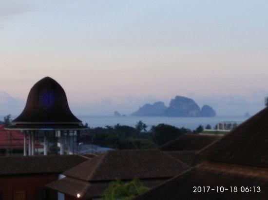 Aonang Cliff Beach Resort: IMG_20171018_061351_large.jpg