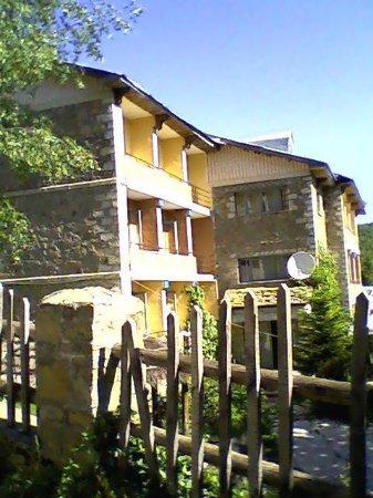 Dardhe, Albania: Hotel , Taverna MIHALLARI