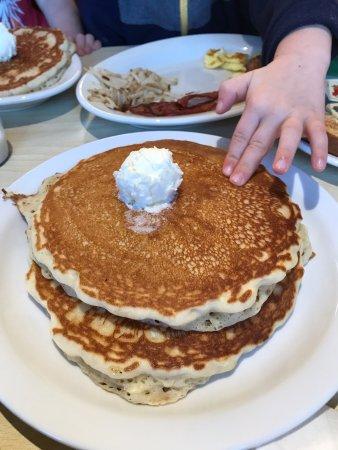 Mount Carmel, UT: Giant pancakes were delicious