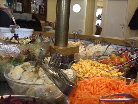 Bad Bevensen, Germany: Unser abwechslungsreiches Salatbuffet ist bei den Stammgästen sehr beliebt.