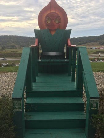 Sutton, Virginia Occidental: Famous green monster/chair for photo op