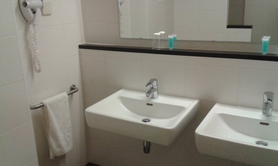 Santpoort-Noord, Nederland: Double basin PLUS shower -