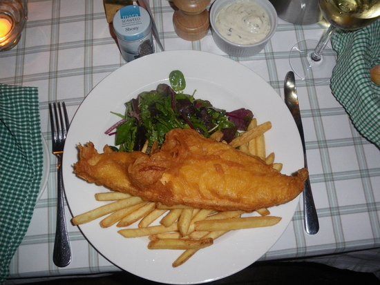 Crinan, UK: Massive portion of Haddock, Chips and Tartare sauce. Delicious!