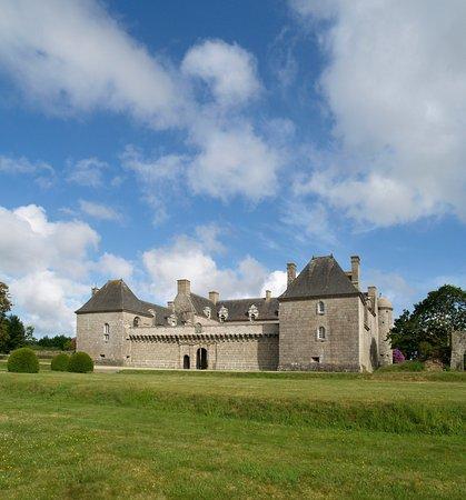 Chateau de Kergroadez: Château de Kergroadez
